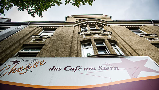 Foto der Leuchtwerbung vom Cheese - Café am Stern in Bochum