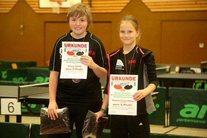 Medeea und Melina teilten sich bei den A-Schülerinnen im Einzel den dritten Platz!