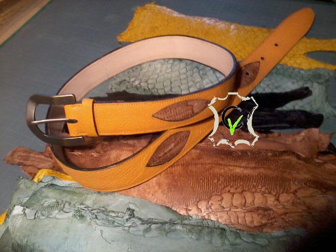 ceinture en cuir orange avec incrustation en cuir de Carpes de Dombes, largeur de la boucle 40mm