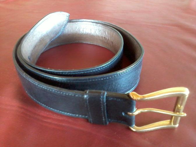 ceinture en cuir vachette noir doublé vachette marron boucle à rouleau en laiton 40 mm