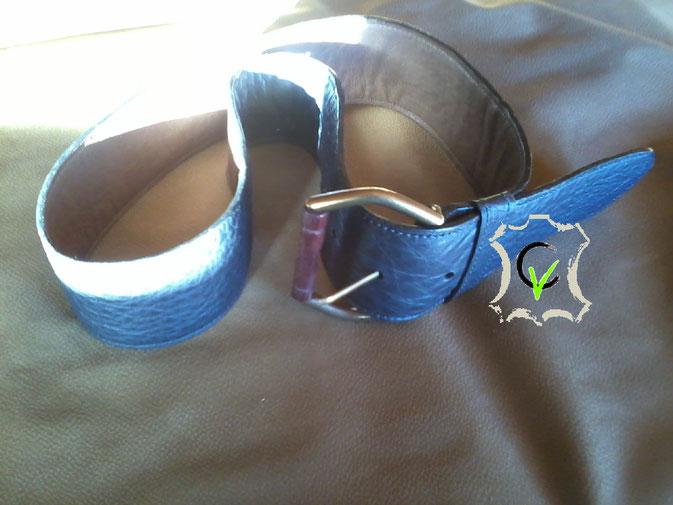 ceinture en cuir vache bleu nuit doublé cuir veau marron, boucle à rouleau en bois de 60 mm, piquée machine