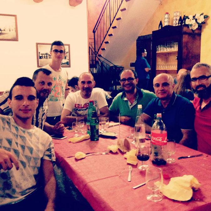 Una parte dei tesserati e dei dirigenti del Ct Barcellona, alla cena di fine serata