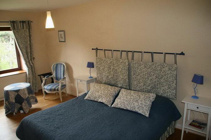 SUITE BLEUE  CHAMBRE 1   / possibilité un grand lit 180 x 200 ou deux lits jumeaux 90 x 200