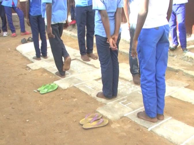 1er Concours La MARELLE Alphabet Africa à l'école Louiz Massa à Ouensé, dec. 2014