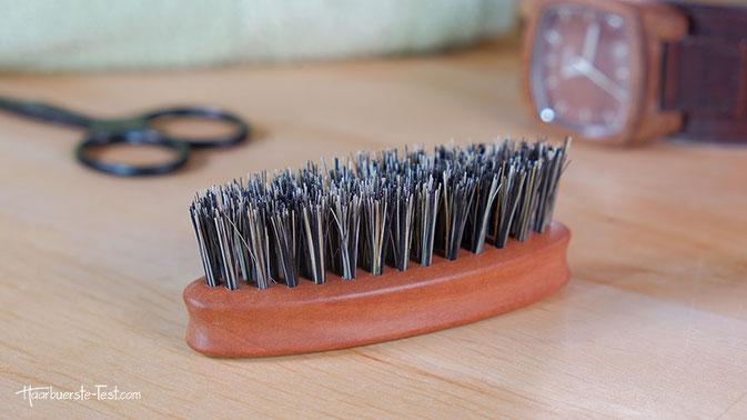 Bartbürste Brooklyn Soap Test: Die Bartbürste hat vegane Borsten aus den Blattrippen der Agavenpflanze. Wie gut eignet sie sich zur Bartpflege? Im Praxis Test ...