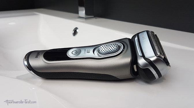 Der Braun 9385cc gehört zur Premium-Serie 9 der Braun Rasierer. Er ist leistungsstark und bietet eine rasche und effiziente Rasur, auch bei dichten Bärten.