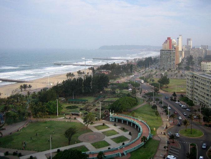 Blick aus meinem Hotelzimmer im x-ten Stock in Durban auf den Indischen Ozean.