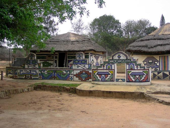 Fabenprächtige Häuser der Ndebele