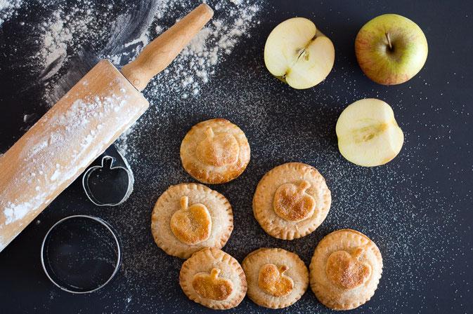 Köstliche Apfeltaler mit einer Füllung aus Apfelmus und Crème Fraîche