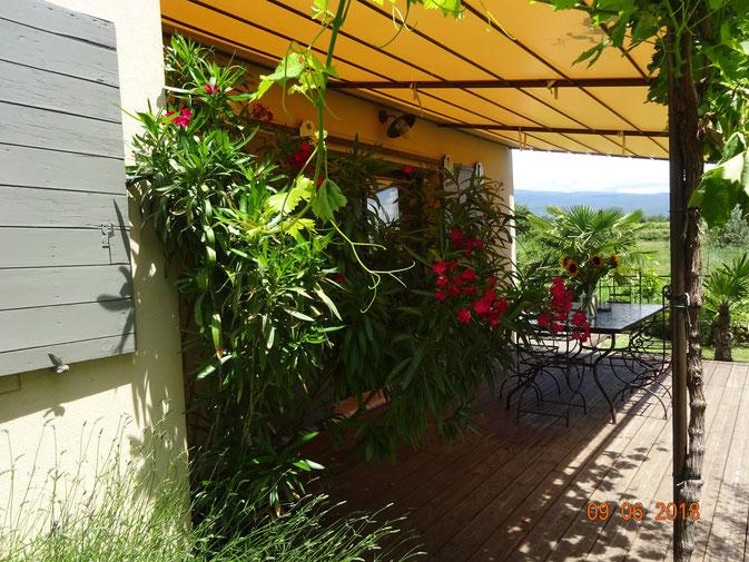 Jacuzzi gîte Jas du Ventoux Mont Ventoux, Crillon le Brave, Provence Vaucluse Vakantiehuisje Ferienhaus