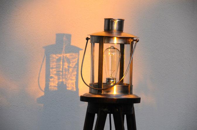 Unikat aus der Onkel Edison Lampen Manufaktur: Tripod Lampe Leuchtturm