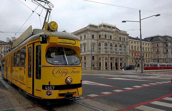Un must du tourisme à Vienne, le tramway du ring qui fait le tour du centre historique. Photo : I. Guyot