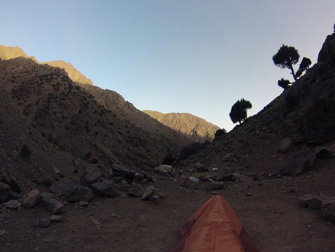 vue magnifique au coucher en pleine montagne
