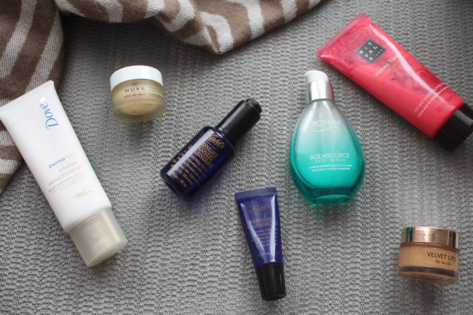 Bild: Winterpflege: Kiehl`s Midnight Recovery Conxentrate, Kiko Lip Scrub, Biotherm Aquasource Deep Serum, Kiehl`s Midnight Recovery Eyes, Nuxe Reve de Miel, Dove Derma Spa, Rituals Honey Touch Body Cream