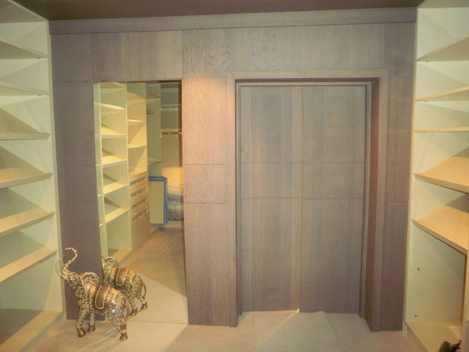 Interior Design Bangkok | Walk-in Wardrobe
