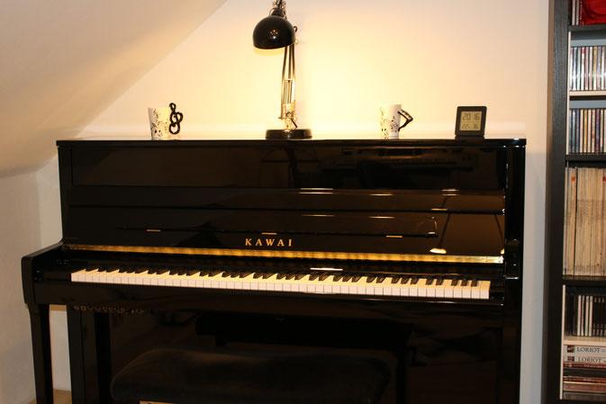 Musikstudio Kawai Klavier