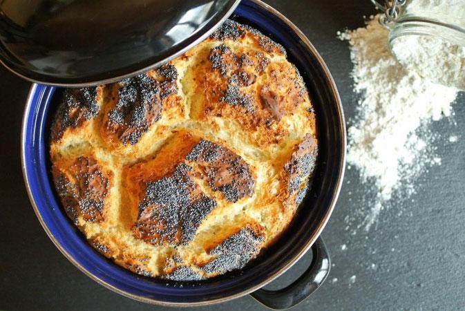Schnelles Brot im Topf gebacken - ohne gehen lassen, im Topf gebacken mit Olivenöl