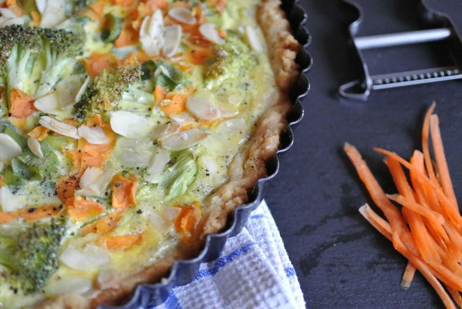 Quiche mit Brokkoli und Mandeln: vegetarisch