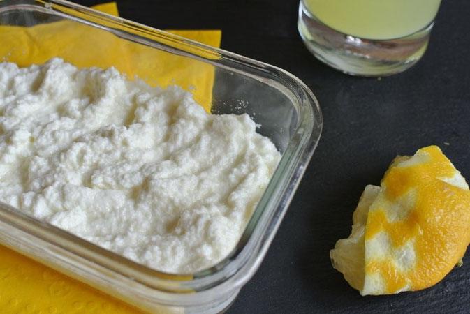 Frischkäse mit Zitrone und Milch selber machen