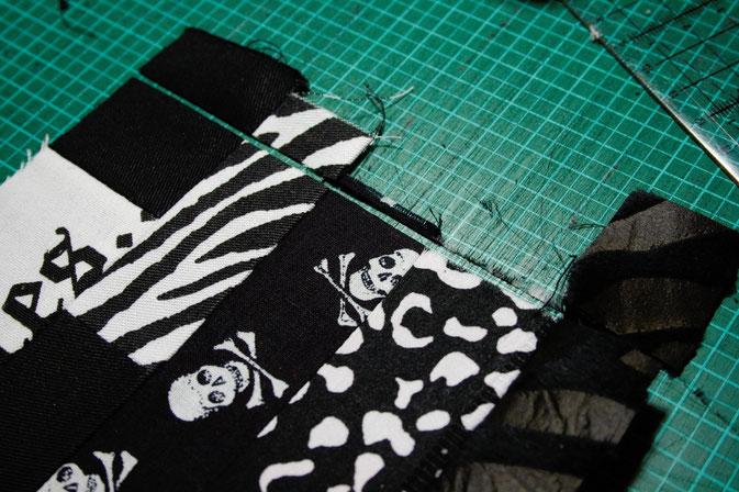 Punk Patchwork - Mug Rug nähen und mehr - zuschneiden - Zebraspider DIY Blog