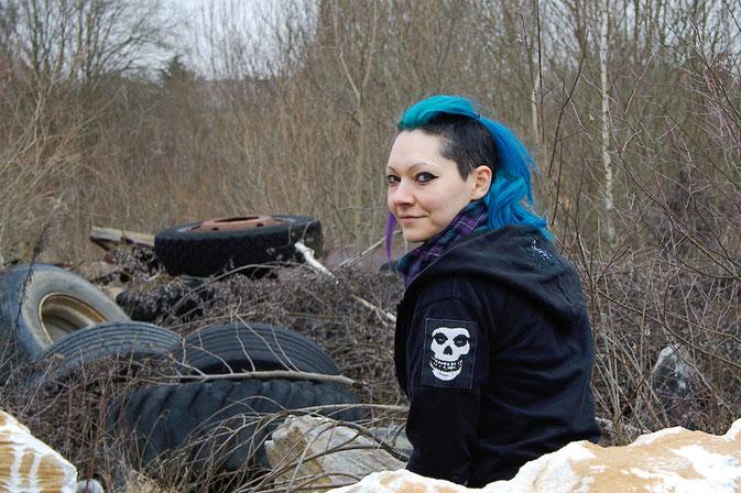 Wochenend-Outfit - Fotos im Steinbruch - Kapujacke mit Aufnähern -  Zebraspider DIY Blog