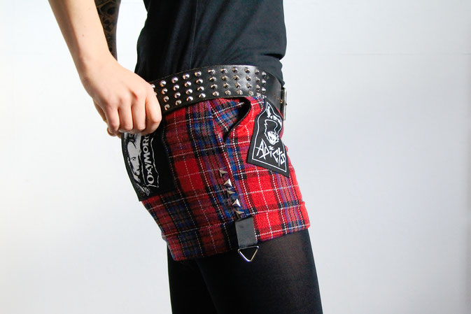 Punk Shorts die 2. der ich trau mich - Hot Pants rot kariert - Zebraspider DIY Blog