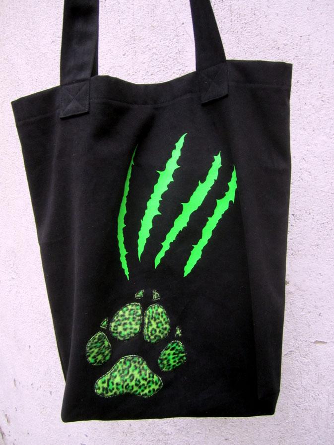Nähen ist wie zaubern können - Auftrag Tasche Kratzer grün  - Zebraspider DIY Anti-Fashion Blog