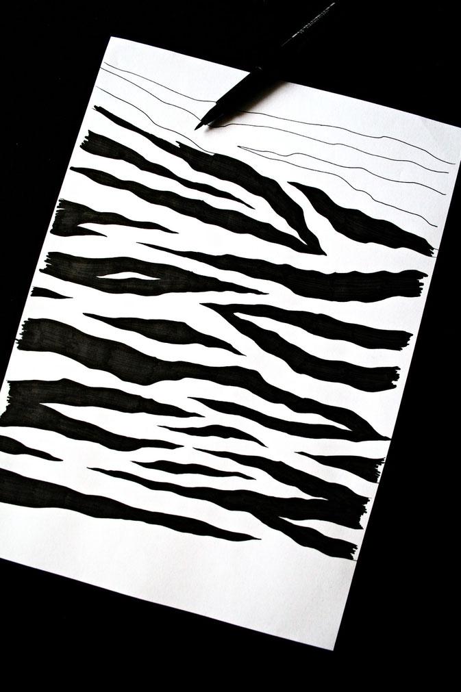 Zebramuster malen Schritt für Schritt - fast fertig - Zebraspider DIY Blog