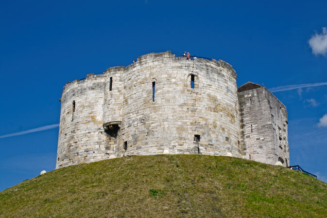 So lebt es sich in York - Clifford's Tower - Zebraspider DIY Blog
