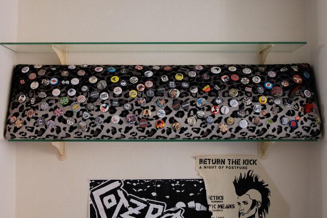 Wohin mit den vielen Punk Buttons? - Buttonbrett fertig - Zebraspider DIY Blog