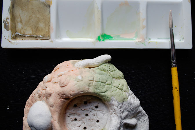 Halloween - gruseliger Kerzenhalter aus Salzteig - Hautfarbe grundieren - Zebraspider DIY Blog