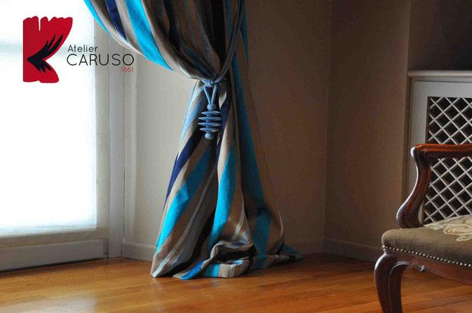 Dettaglio del tendaggio con tessuto in lino e seta