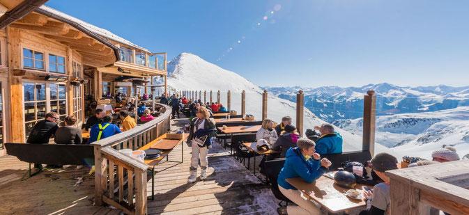 Winterterrasse in der Gastronomie in den Alpen