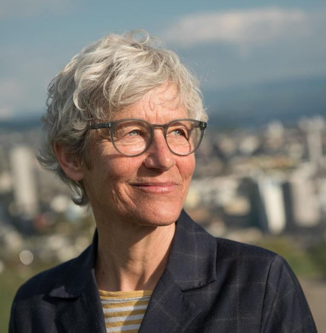 Moderatorin Barbara Bürer