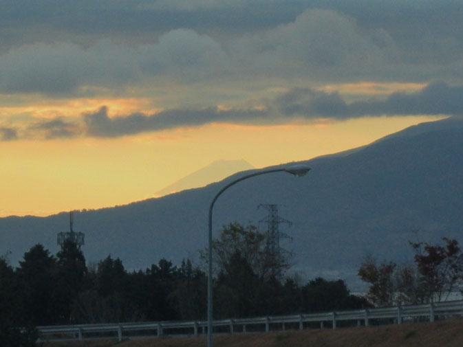 岡谷ICから朝焼けの富士山が見えました