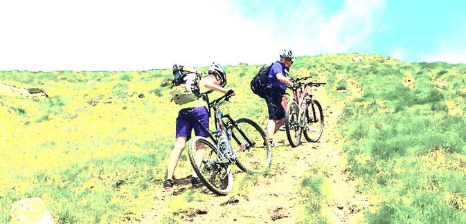 Schieben + Tragen, tagein tagaus, bergauf bergab. Das Prägende dieser 5-Tage-MTB-Tour.