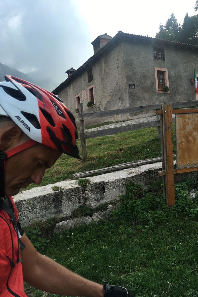 Stefan grübelt darüber nach, ob er heute auf den Uphill zum Rifugio Garda (+550 Hm) verzichtet.