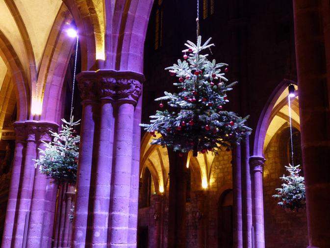 Découvrez la magnifique exposition sur l'évolution des décorations du sapin de Noël à l'église Saint-Georges de Sélestat.