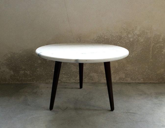 Joli, table basse en marbre, table tripode, table basse vintage, palissandre
