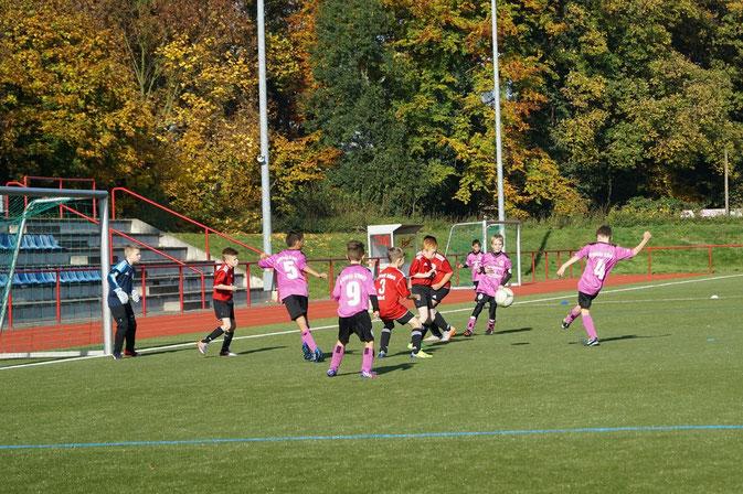 Heimsieg gegen Eintracht Ickern - Bild zeigt Torschuss von Leo zum 6:0