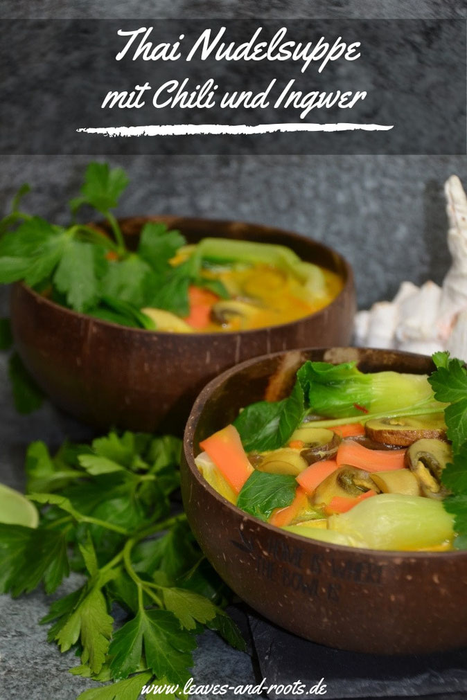 Scharfe Thai Nudelsuppe mit Chili und Ingwer