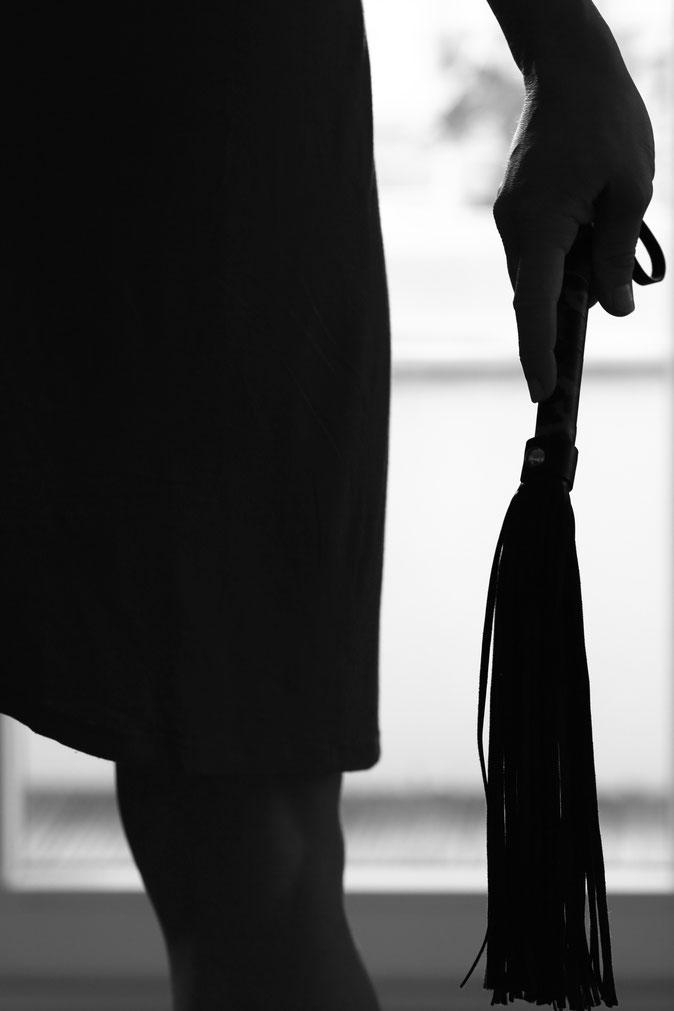 BDSM Tantra Peitsche Domina soft dominanz Fetisch Fuß fesseln Glasdildo dildo griechisch klammern Analplug topping CBT Prostatamassage Strap-on sexy lady anfassen berühren erotic touch  hingabe Berlin flogger NS sklavenerziehung geldsklave