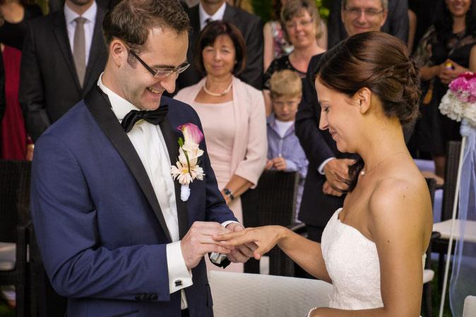 Weddings Germany. Marriage ceremony in Germany. English speaking wedding ceremonies Frankfurt, Wiesbaden, Heidelberg, Hessen, Munich, Bayern, Bavaria.