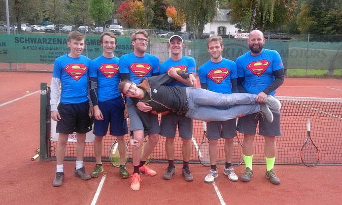 Die Meistermannschaft in Superman-Shirts.