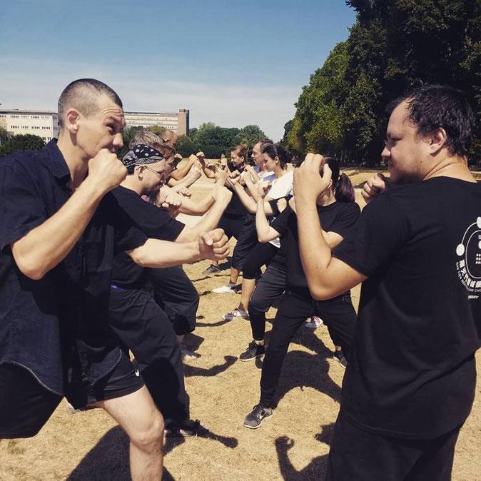 Training der Kampftechniken der beiden Kung Fu Schulen in Köln