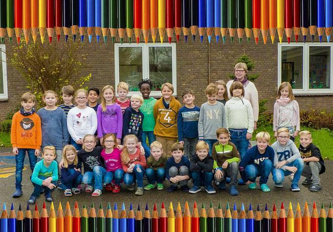 Klasse 3c Drachenklasse mit Klassen Lehrerin Fr.Korte