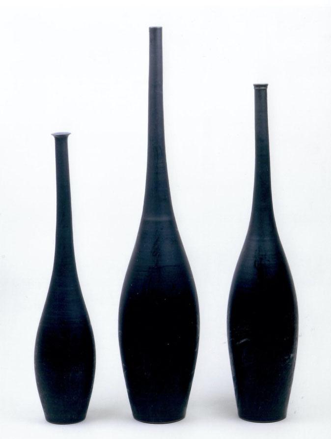 "2003 Vases ""Tiva"" 60cm/85cm/73cm, turned, black glaze with red craquelé / Photo: Bernd Kuhnert"