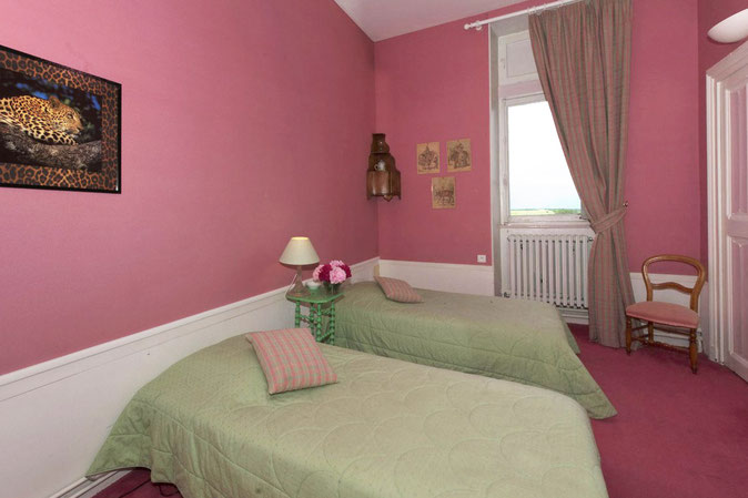 Small room - two single beds