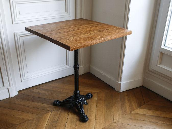 Table de bistrot vintage en bois massif - chêne brun - pied traditionnel en fonte noire - table chr restaurant