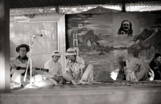 1976 ; Amatithi, U.Meherabad, India ; Ward is on far left